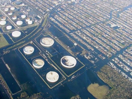 The flooded Murphy Oil tank farm and Chalmette, Sep. 5, 2005. Louisiana DEQ photo, downloaded from NOAA's Incident News site.